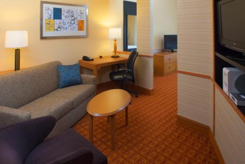 Fairfield Inn And Suites By Marriott Atlanta Mcdonough - McDonough, GA 30253