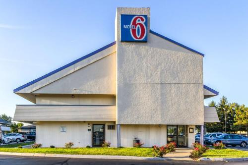 Motel 6 Grove City Photo