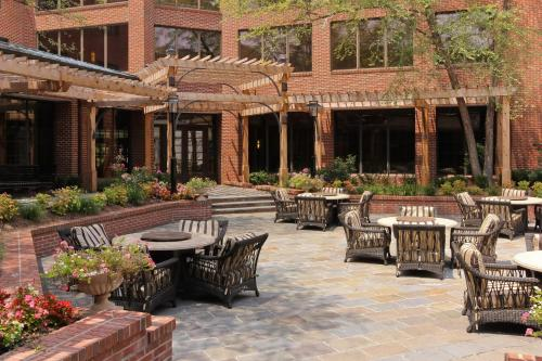 DoubleTree Suites by Hilton Charlotte/SouthPark Photo