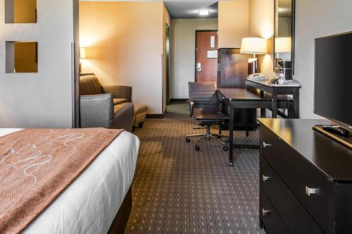 Comfort Suites Hobbs Photo