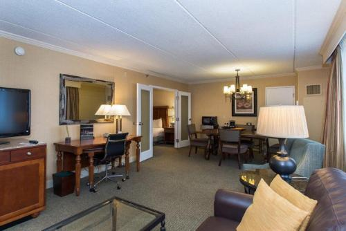 DoubleTree By Hilton Cleveland East Beachwood Photo