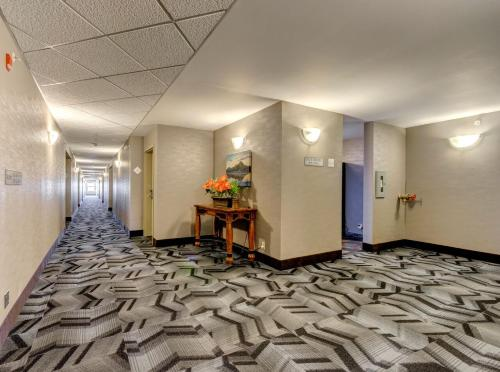 Service Plus Inn and Suites Calgary Photo