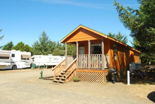 Long Beach Camping Resort Cabin 1