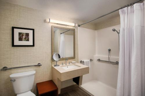 Crowne Plaza Portland - Lake Oswego Photo