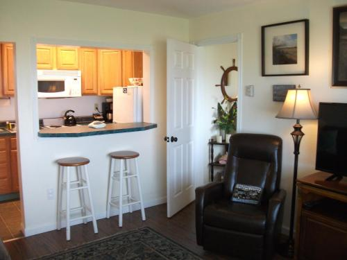 The Tradewinds Condo/Hotel Photo