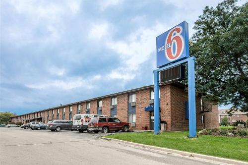 Motel 6 Oak Creek Photo