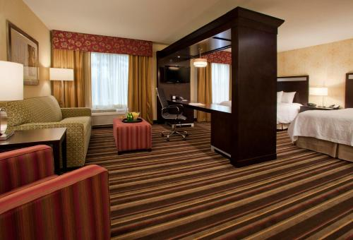 Hampton Inn & Suites Seattle/Federal Way Photo