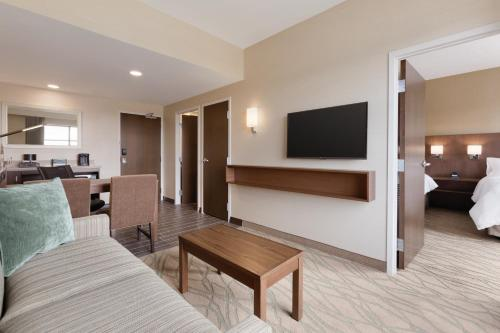 Embassy Suites by Hilton Akron Canton Airport Photo