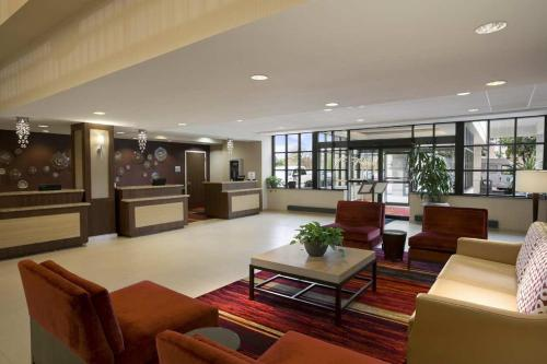 Embassy Suites Cleveland - Beachwood Photo