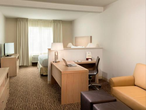 DoubleTree by Hilton Vancouver Photo