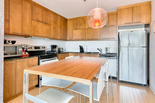 One-Bedroom Apartment Sherbrooke Street East Photo