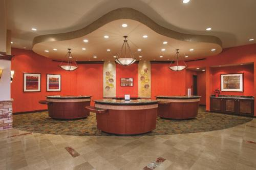 Embassy Suites San Marcos Hotel, Spa & Conference Center Photo