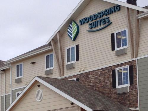 WoodSpring Suites Watford City Photo