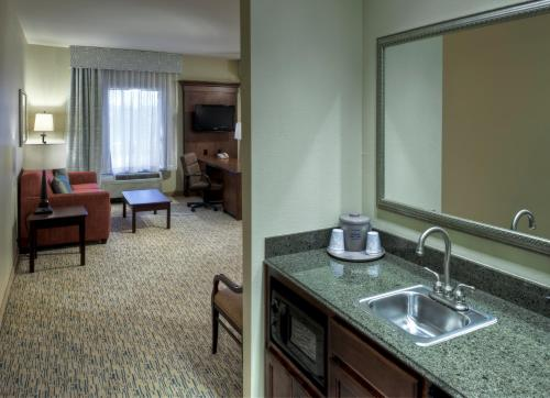 Hampton Inn & Suites Texarkana Photo