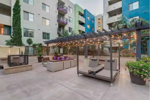 Deluxe Apartment on Hollywood Blvd - Los Angeles, CA 90038