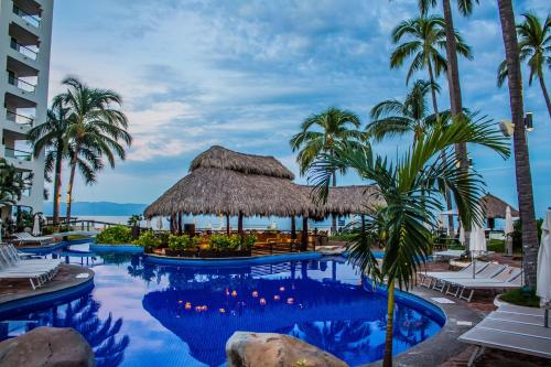 Plaza Pelicanos Grand Beach Resort All Inclusive Photo