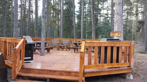 Johnston Canyon Lodge & Bungalows Photo