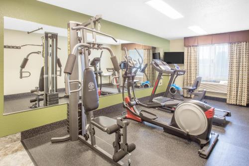 Baymont Inn & Suites Holland - Holland, MI 49423