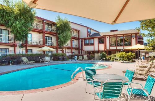 Best Western Plus Humboldt House Inn - Garberville, CA 95542