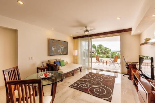 Grand Miramar All Luxury Suites & Residences Photo