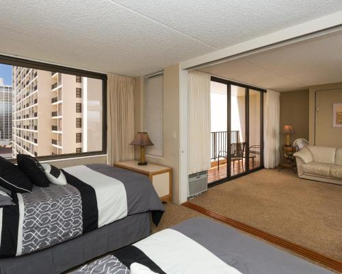 Waikiki Banyan Tower 2 Suite 1208 Photo