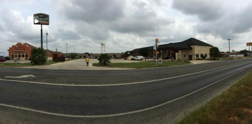 Pearsall Inn and Suites Photo