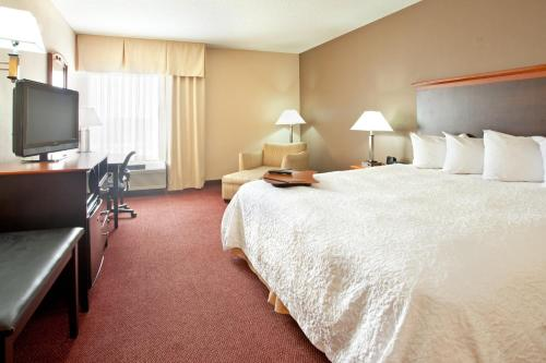 Hampton Inn Massillon Photo