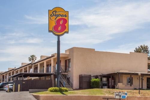 Super 8 Barstow Photo