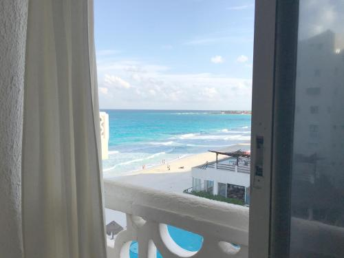 Cancun Plaza Condo Apartment Photo