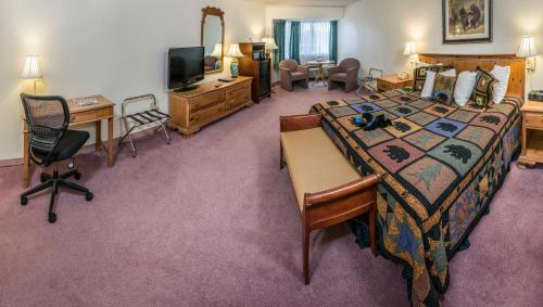 Black Bear Inn Conference Center and Suites Photo
