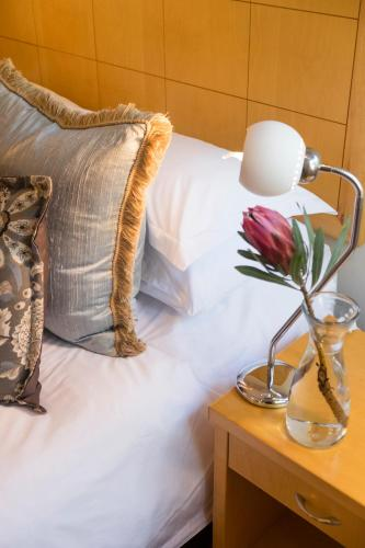 Feathers Lodge Boutique Hotel Photo