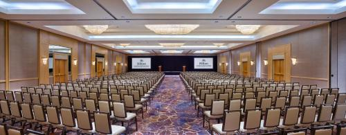 Hilton Los Angeles North-Glendale & Executive Meeting Center Photo