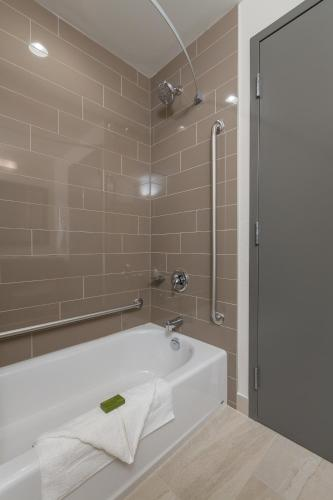 Best Western Plus Chestermere Hotel Photo