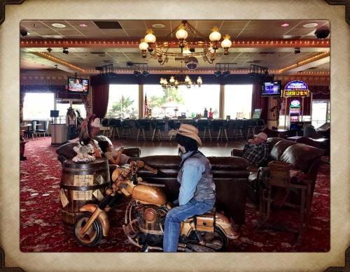 Longstreet Inn & Casino Photo