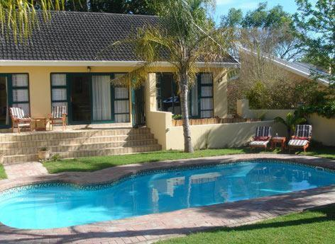 Fourways Guesthouse (Bed and Breakfast)
