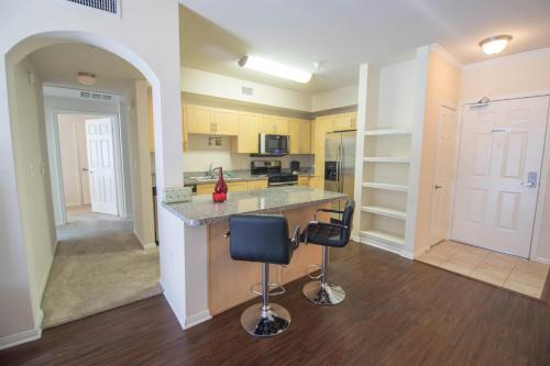 Highland Apartment 745 - Los Angeles, CA 90028