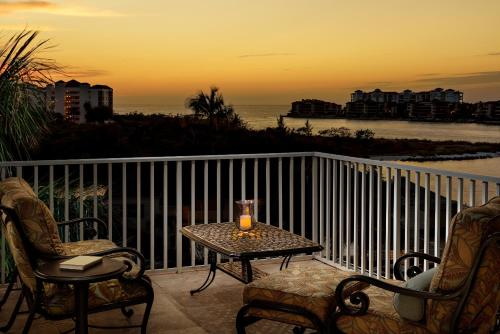 Olde Marco Island Inn and Suites Photo