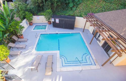 Gayley Apartment 526 In Los Angeles Ca Free Internet Swimming Pool Outdoor Pool