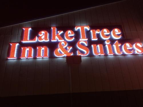 Lake Tree Inn & Suites Photo