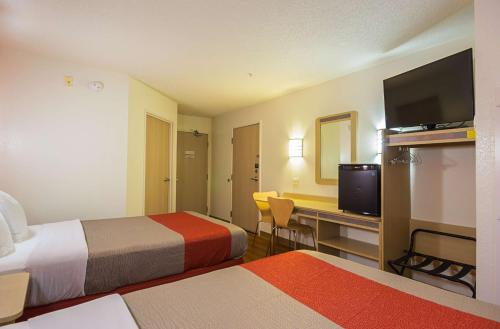 Motel 6 - Toronto East - Whitby Photo