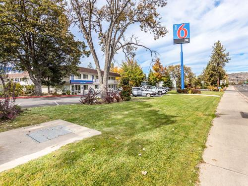 Motel 6 Yreka Photo