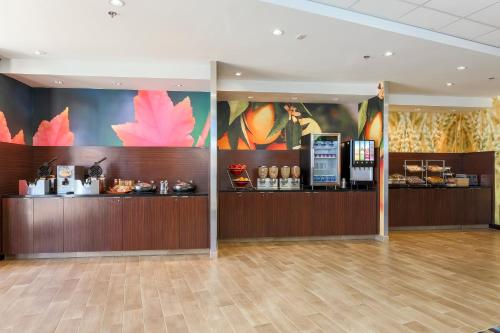 Fairfield Inn & Suites by Marriott Pleasanton Photo