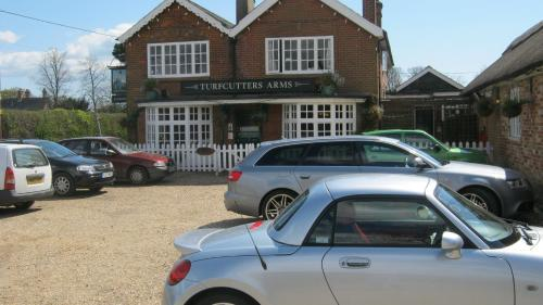 Turfcutters Arms in Brockenhurst from £65