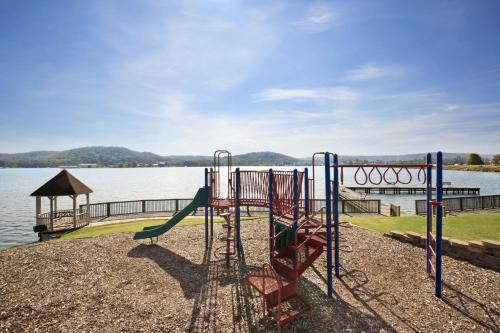 Wyndham Garden Lake Guntersville Photo