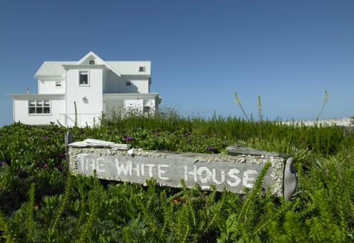 The White House Beach Villa Photo