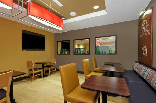 TownePlace Suites by Marriott Dallas McKinney Photo