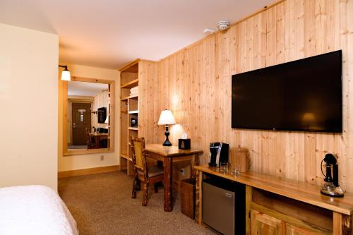 Adirondack Spruce Lodge Photo