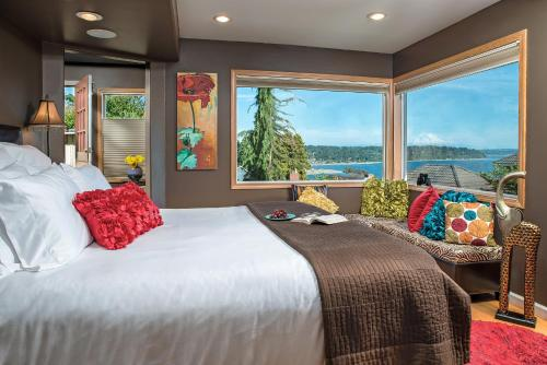 Three Tree Point Bed and Breakfast - Burien, WA 98166