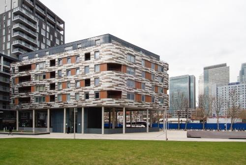 Photo of Canary Wharf Serviced Apartments - Millharbour Self Catering Accommodation in London London
