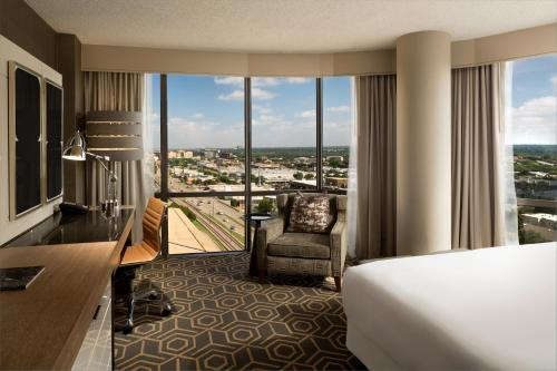 DoubleTree by Hilton Hotel Dallas Campbell Centre photo 5
